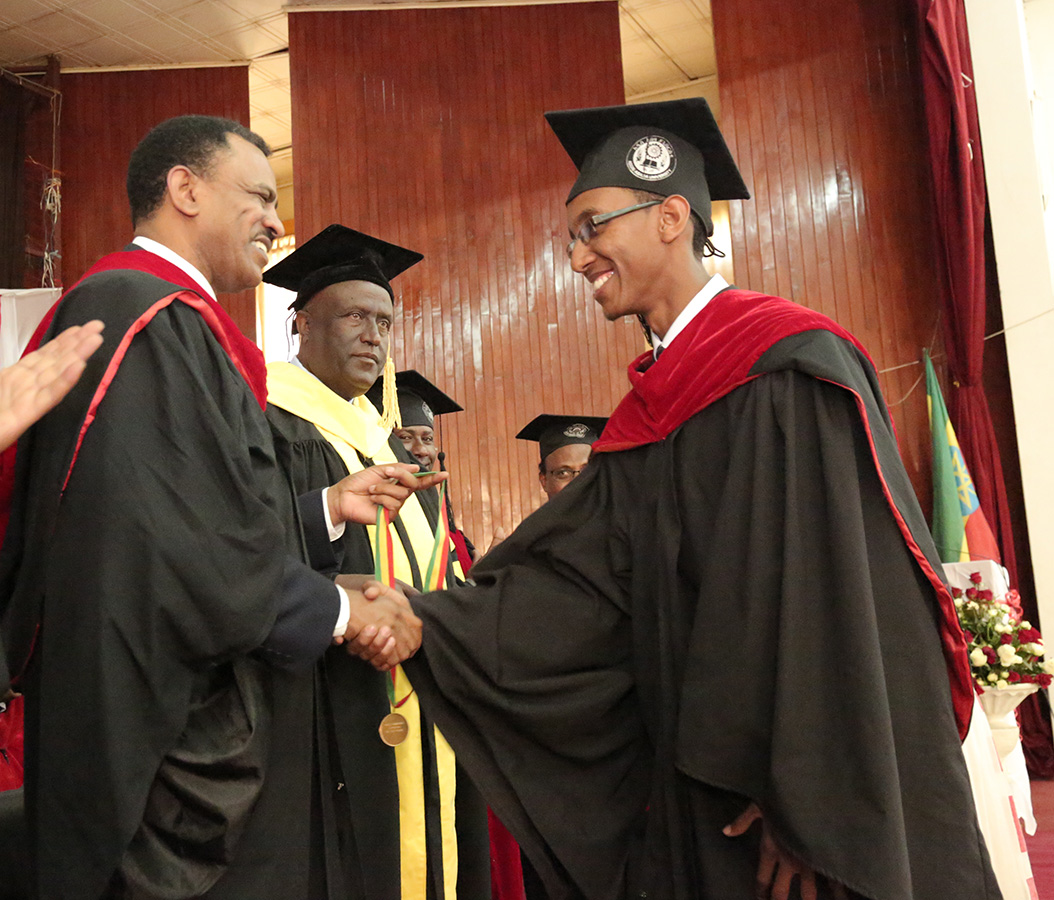 175 medical doctors graduate | Addis Ababa University